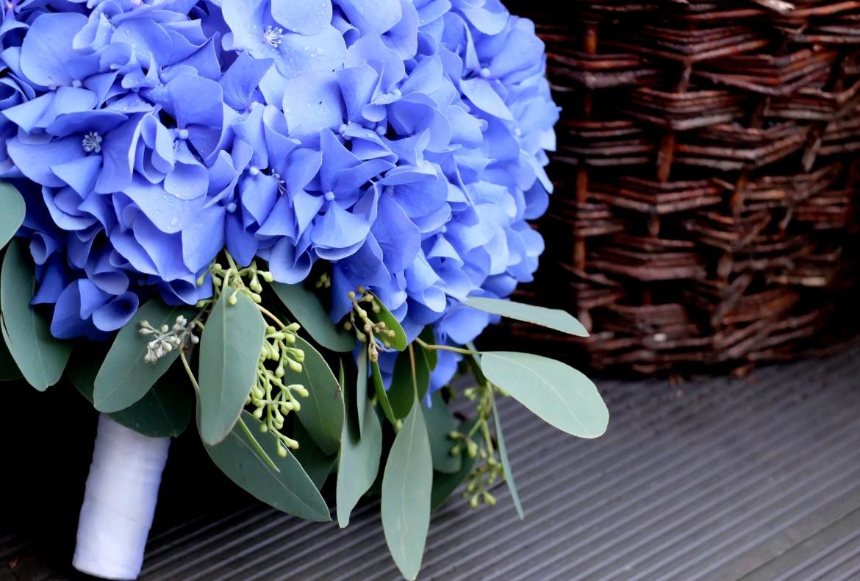 Dekoracje z hortensją w kolorze ciemnoniebieskim FLORALIA 02