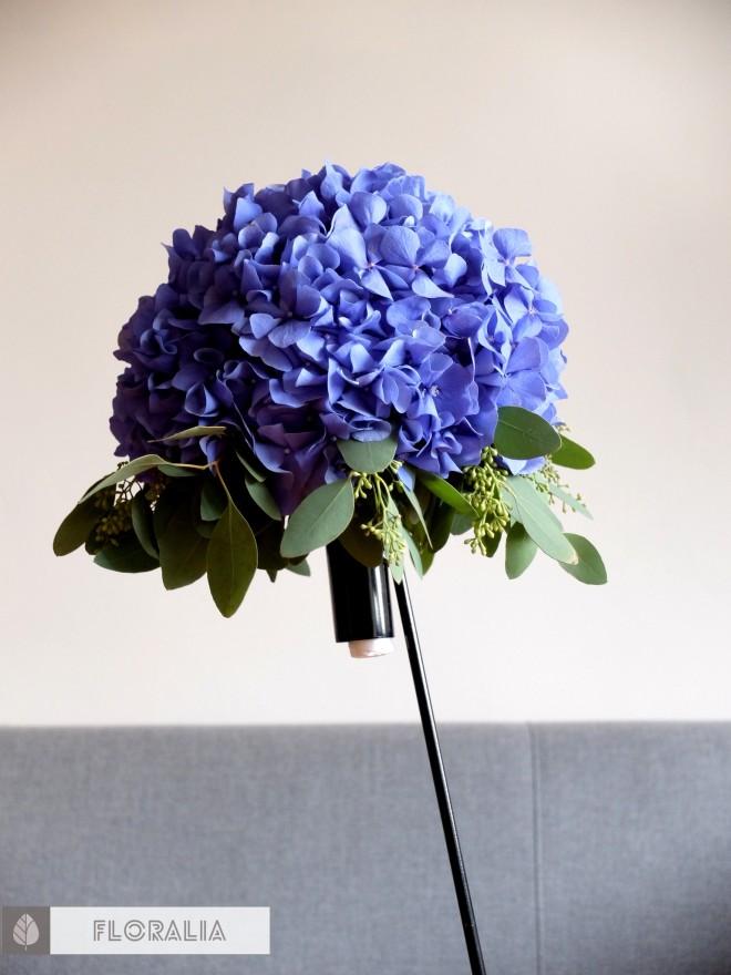 Dekoracje z hortensją w kolorze ciemnoniebieskim FLORALIA 07