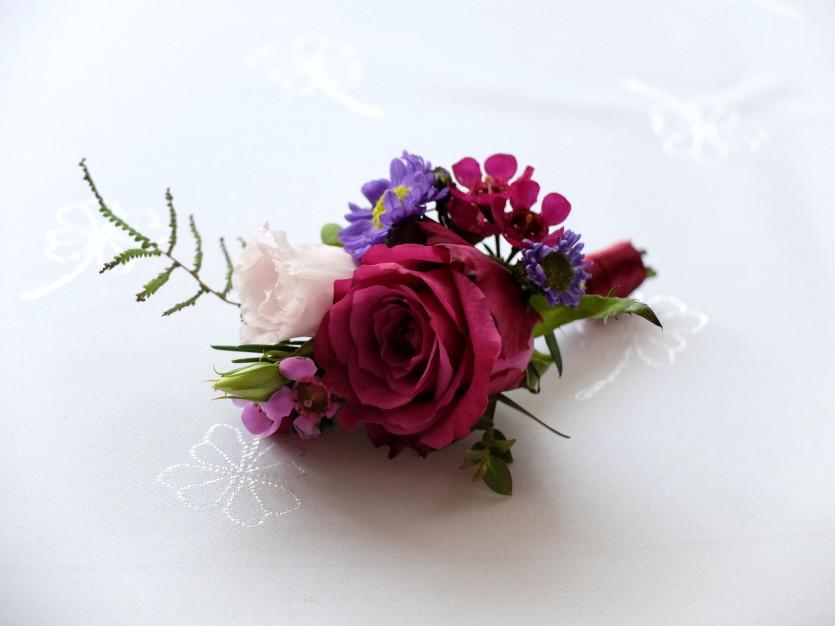 Wesele radiant orchid wianek_Butonierka 9