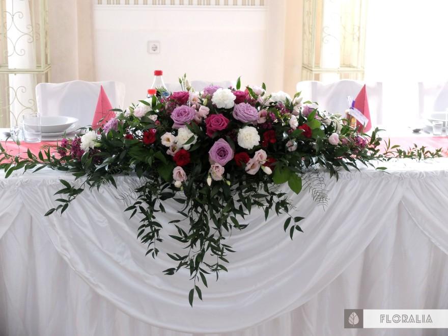 Wesele radiant orchid wianek_Dekoracja stołu prezydialnego7